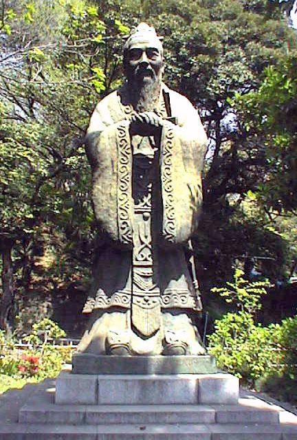 湯島聖堂の孔子像(92KB) 中国切手の孔子湯島聖堂の孔子像 【孔子】BC. 551~BC. 4